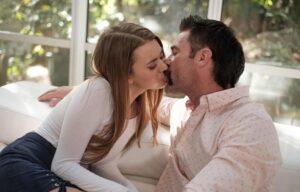 ćerka poljubila tatu